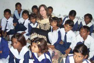 Guðrún Margrét Pálsdóttir heimsækir skóla í Pakistan október 2010